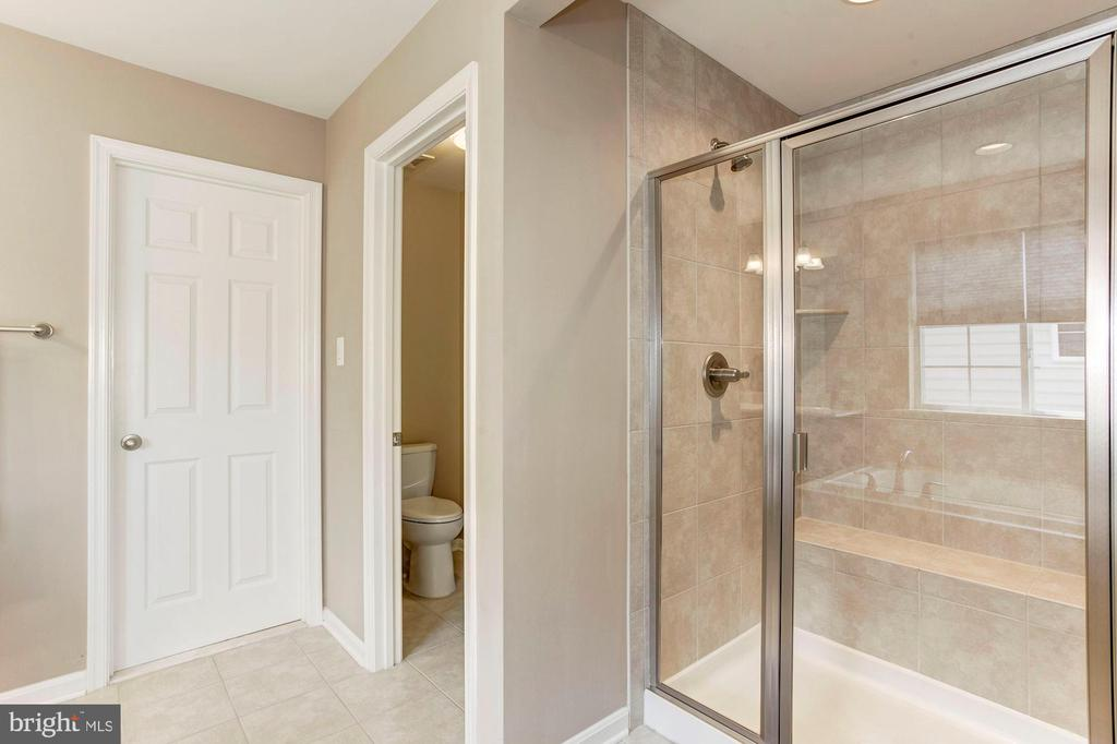 MASTER BATHROOM - SEPARATE SOAKING TUB & SHOWER! - 8717 LIBEAU DR, MANASSAS