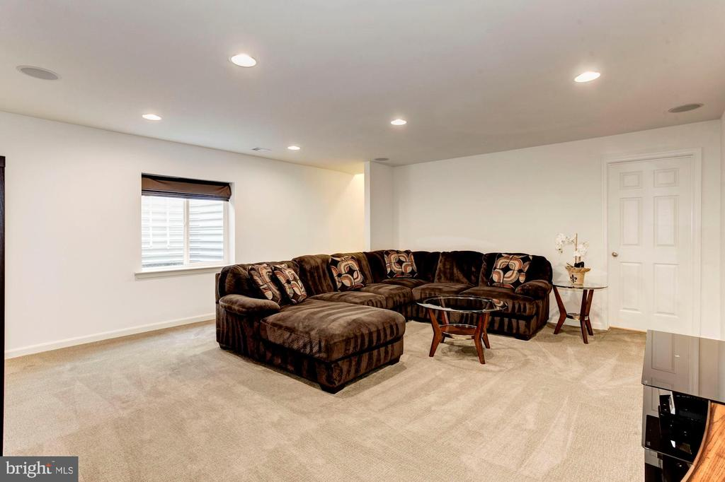 FAMILY ROOM - SPACIOUS, LIGHT, & BRIGHT! - 8717 LIBEAU DR, MANASSAS
