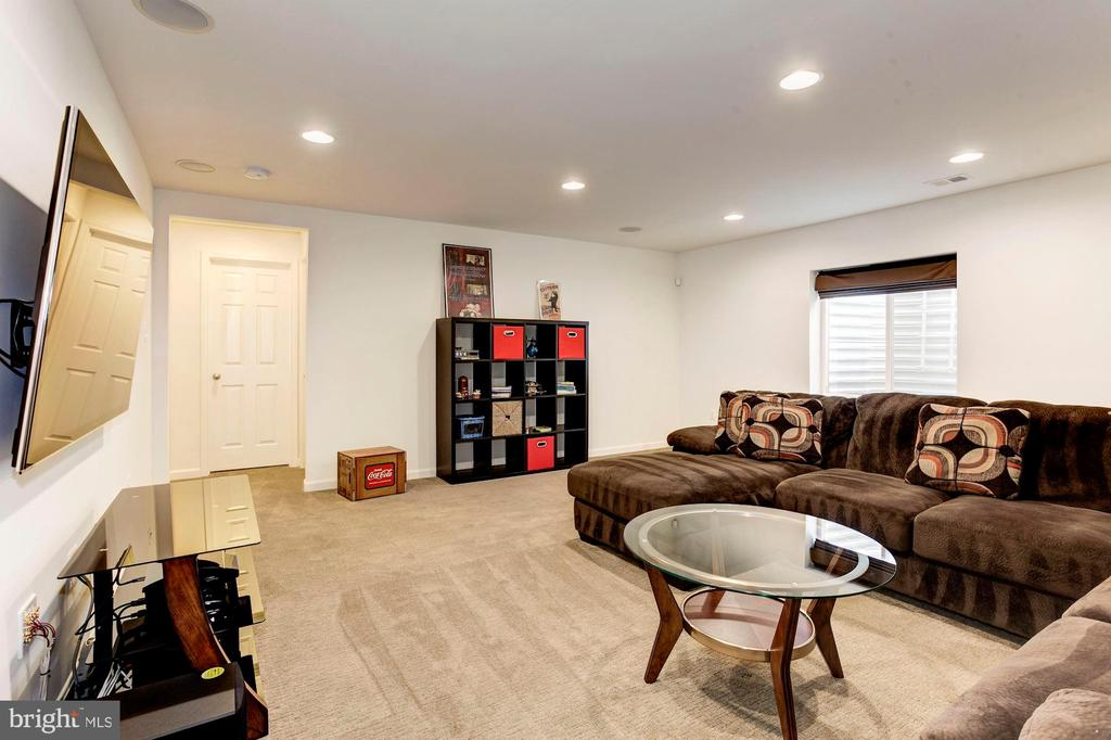 FAMILY ROOM - MAKE THIS ROOM ANYTHING YOU DESIRE! - 8717 LIBEAU DR, MANASSAS
