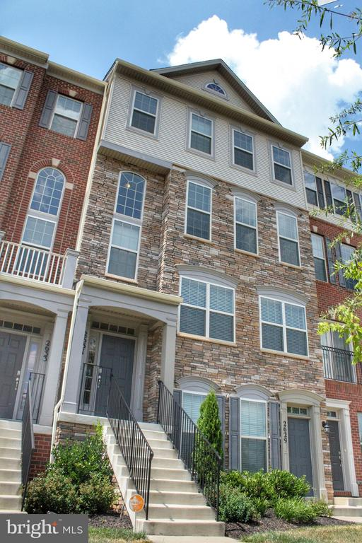 MLS MDPG538856 in WOODMORE TOWNE CENTRE