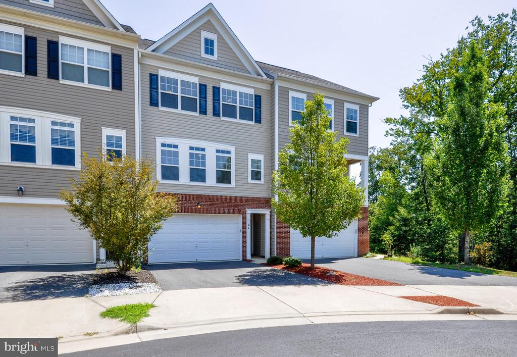 Welcome Home!  3 Level Updated Townhome - 41 NIDAY DR, STAFFORD