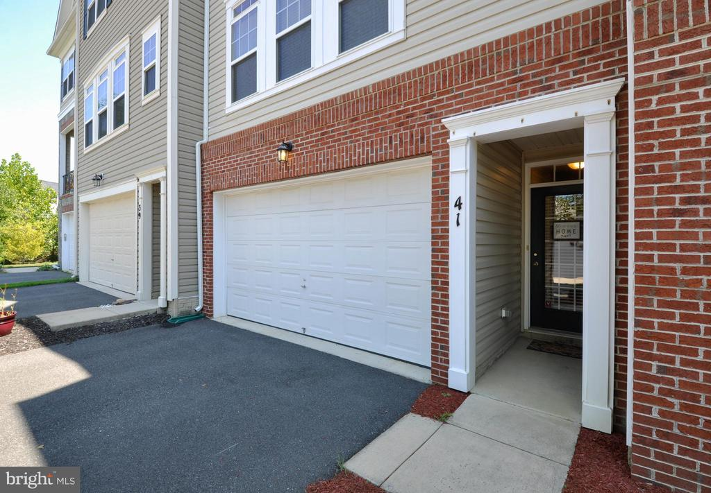 Welcome Home!  Updated Townhome  on Cul-de-Sac - 41 NIDAY DR, STAFFORD