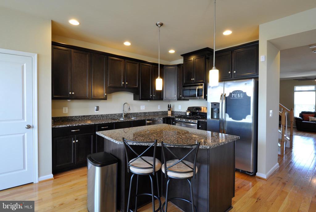 Updated Kitchen - Granite, SS Appl., Gas Range - 41 NIDAY DR, STAFFORD