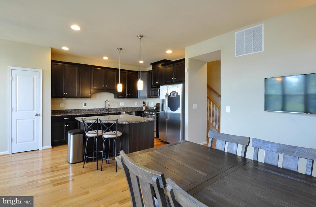 Eat-In Kitchen with pantry - 41 NIDAY DR, STAFFORD