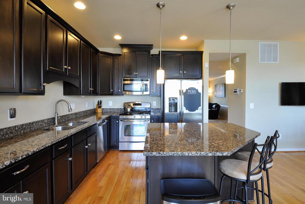 Updated Kitchen - Granite, Hardwood Floors - 41 NIDAY DR, STAFFORD
