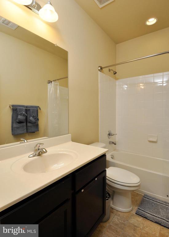 Hall Full Bathroom - 41 NIDAY DR, STAFFORD