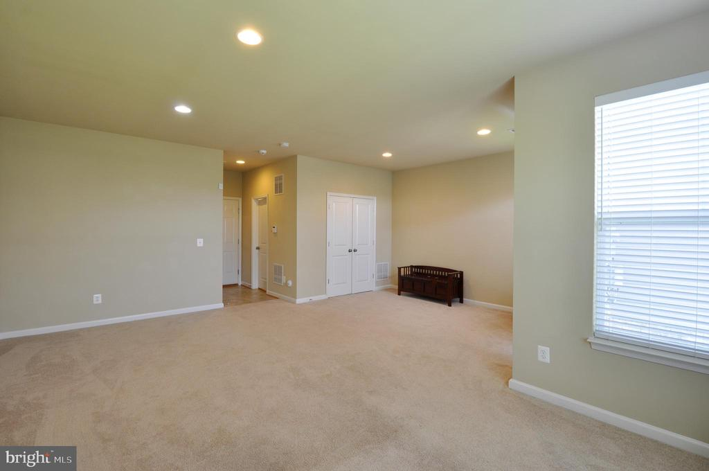 Large Open Walk-Out Basement w/ Recess Lighting - 41 NIDAY DR, STAFFORD