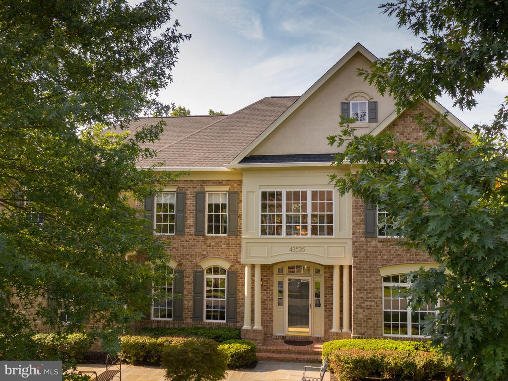 A Mitchell and Best Radcliff II model - 43535 FIRESTONE PL, LEESBURG