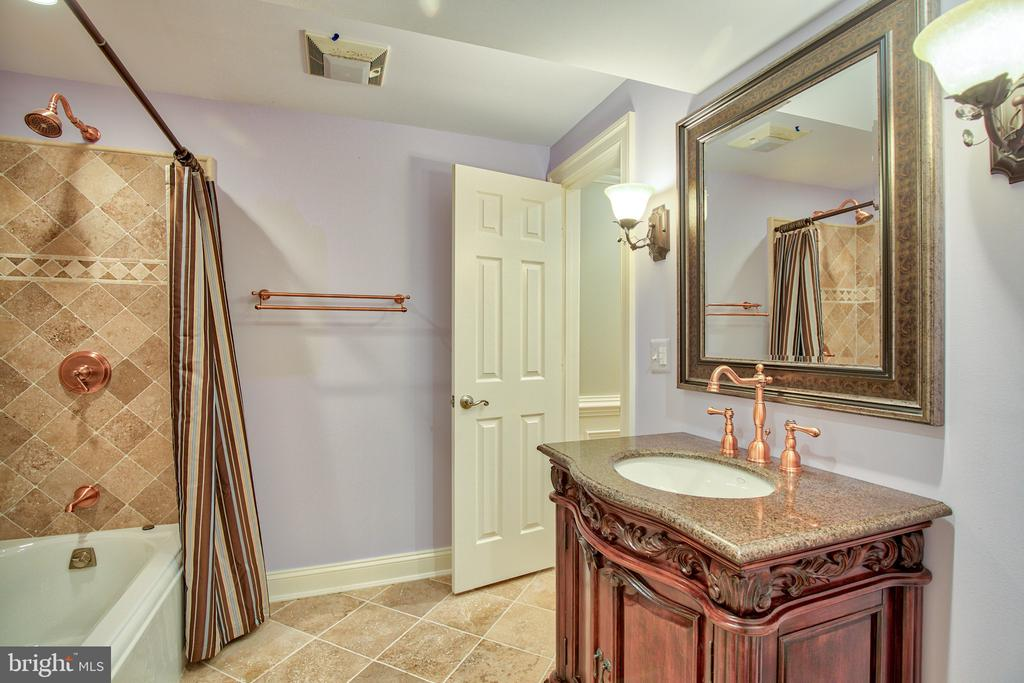 Lower level bath - 43535 FIRESTONE PL, LEESBURG