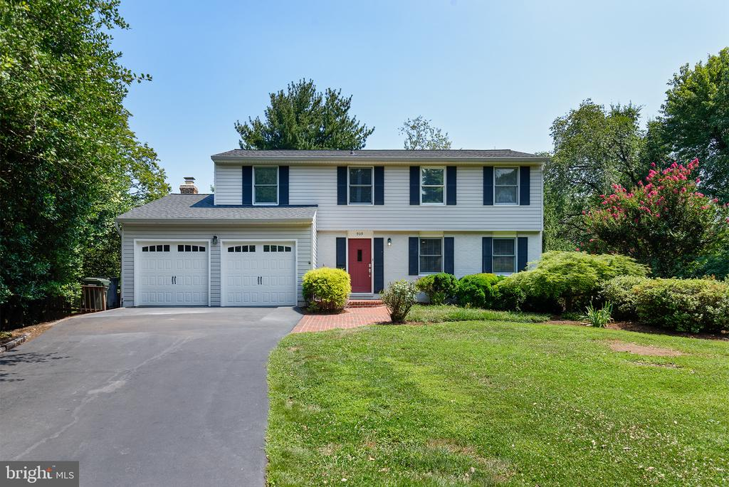 Beautiful great falls colonial - 909 CANTLE LN, GREAT FALLS