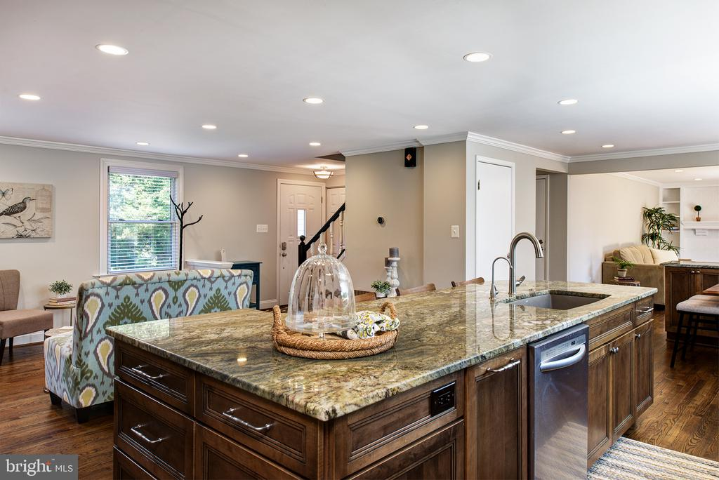 Stunning granite countertops - 909 CANTLE LN, GREAT FALLS