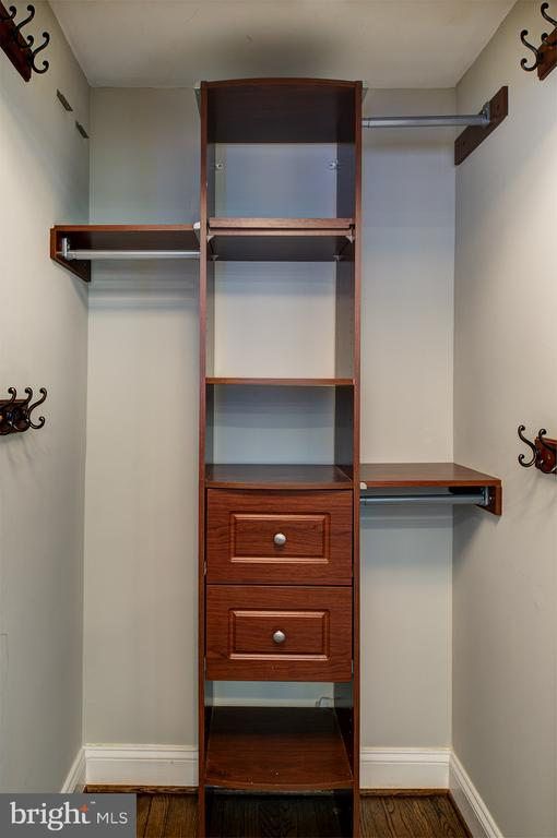 Foyer closet with built ins - 909 CANTLE LN, GREAT FALLS