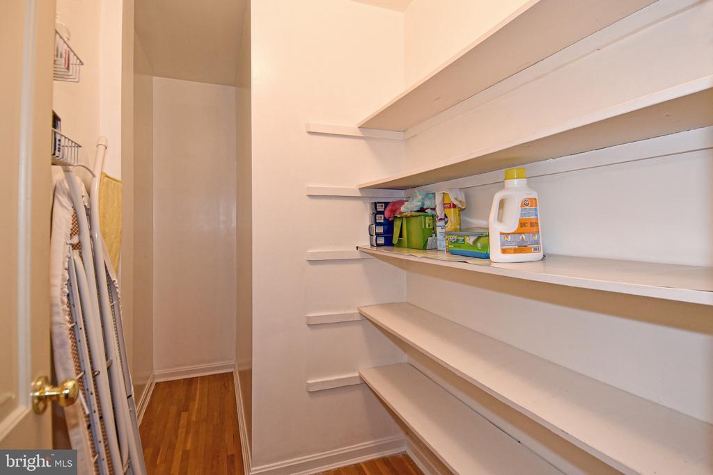 Closet - 611 4TH PL SW, WASHINGTON