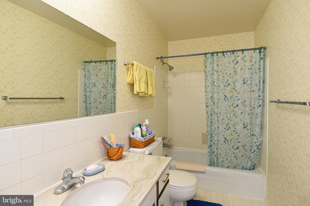 Master Bathroom - 611 4TH PL SW, WASHINGTON