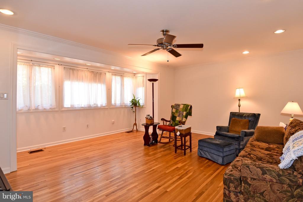 Living Room - 611 4TH PL SW, WASHINGTON