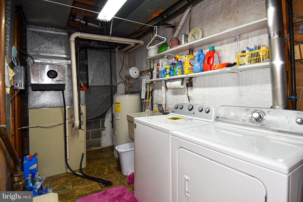 Laundry - 611 4TH PL SW, WASHINGTON