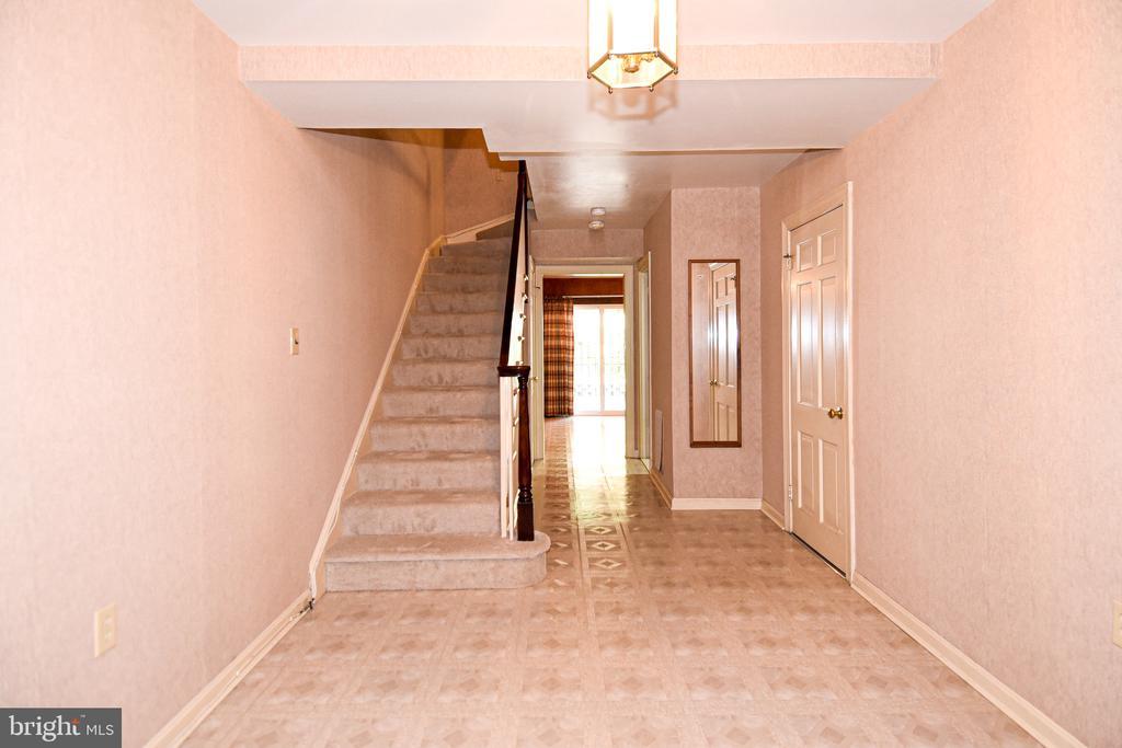Foyer - 611 4TH PL SW, WASHINGTON