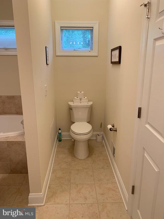 MBA toilet - 17972 SWANS CREEK LN, DUMFRIES