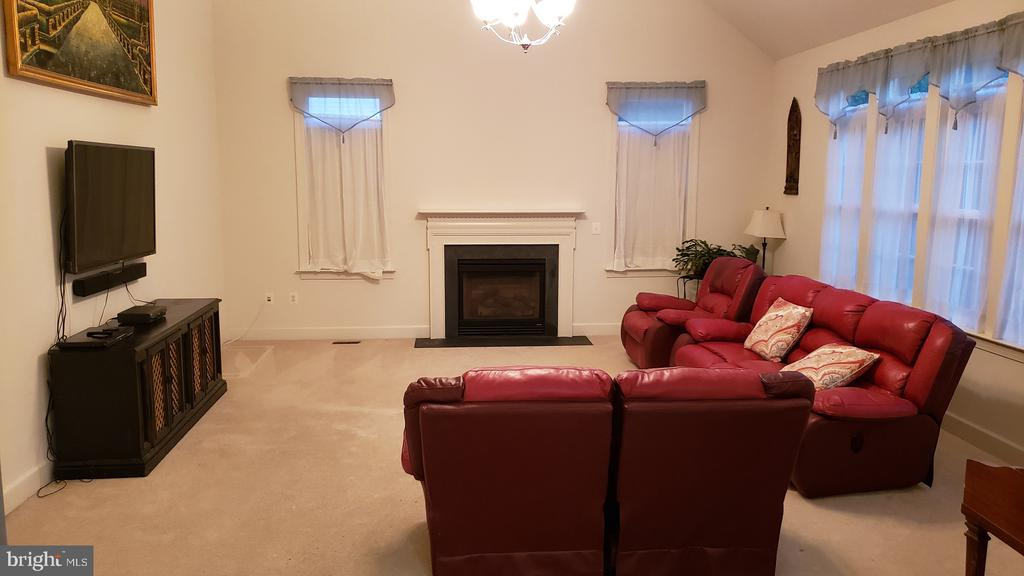Large Family Room with Vaulted Ceiling - 4059 SAPLING WAY, TRIANGLE
