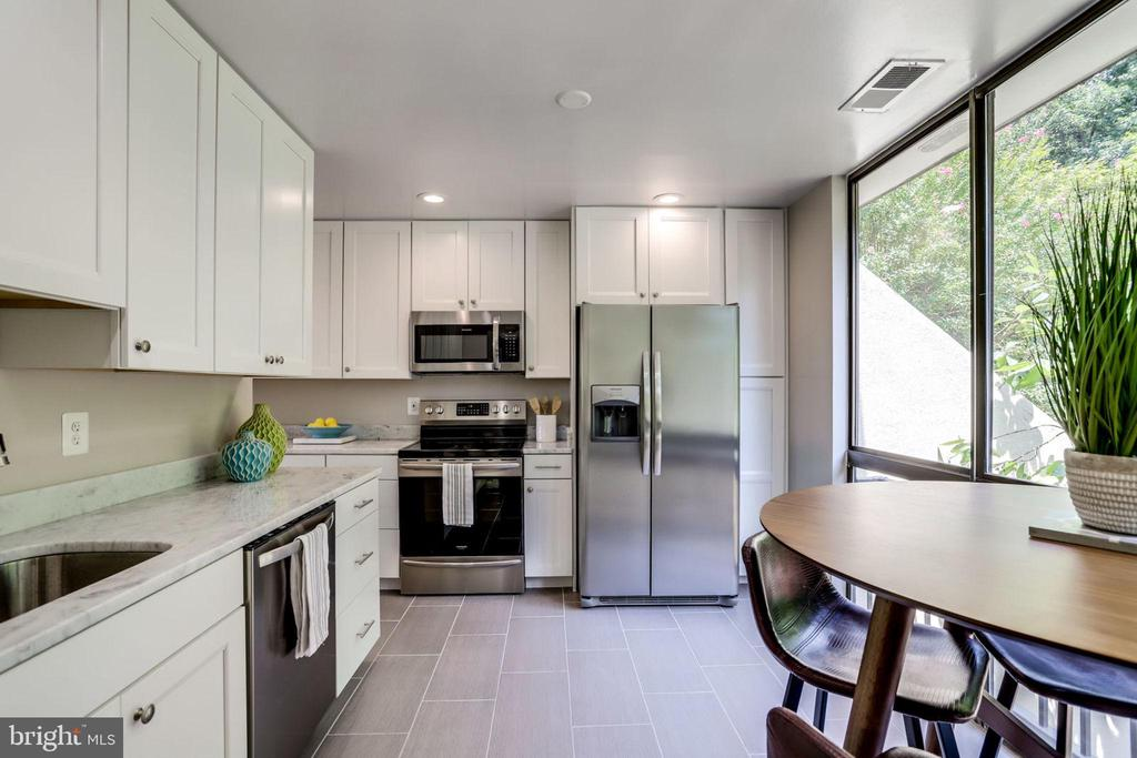 Brand New Updated Kitchen - 2114 S QUINCY ST #2, ARLINGTON