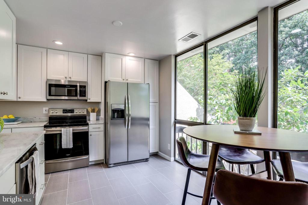 Light and Airy - 2114 S QUINCY ST #2, ARLINGTON