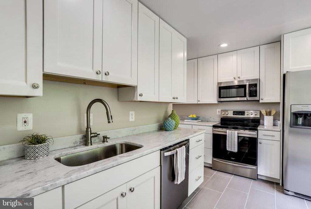 Stainless Steel Appliances - 2114 S QUINCY ST #2, ARLINGTON