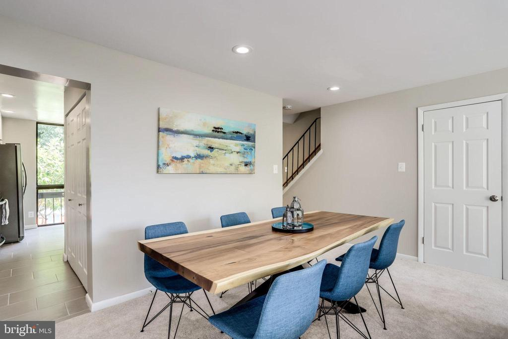 Room for Large Table - 2114 S QUINCY ST #2, ARLINGTON