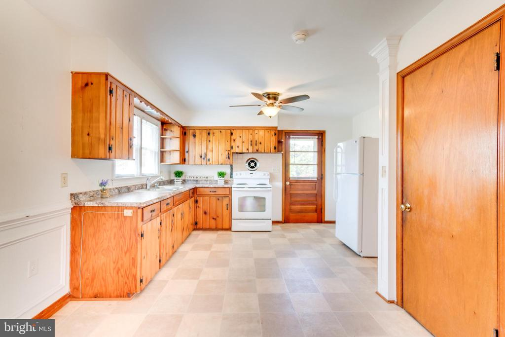 Kitchen with Access to Basement - 35 LEELAND RD, FREDERICKSBURG