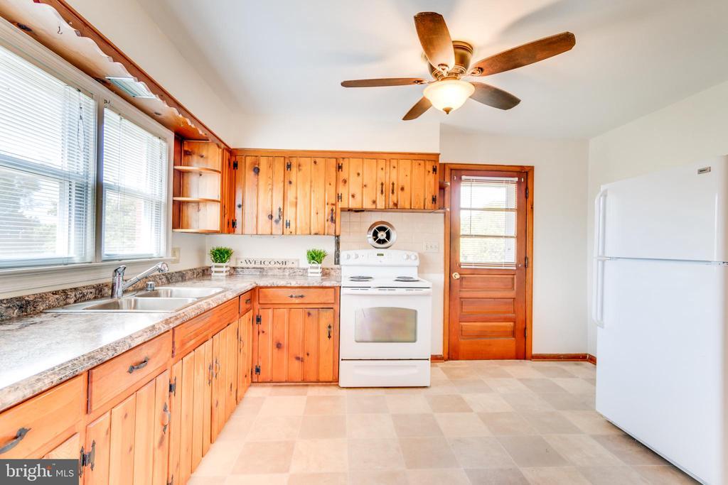 Traditional Knotty Pine Cabinets - 35 LEELAND RD, FREDERICKSBURG