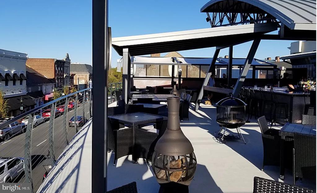 Dine Alfresco on the roof top - 35 LEELAND RD, FREDERICKSBURG