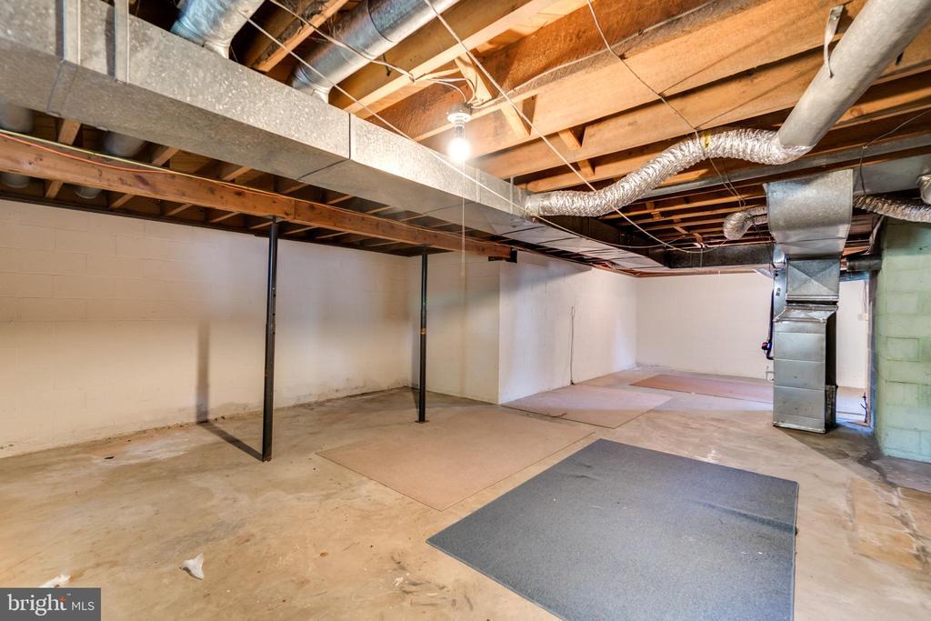 Unfinished Basement for Additional Living Space - 35 LEELAND RD, FREDERICKSBURG