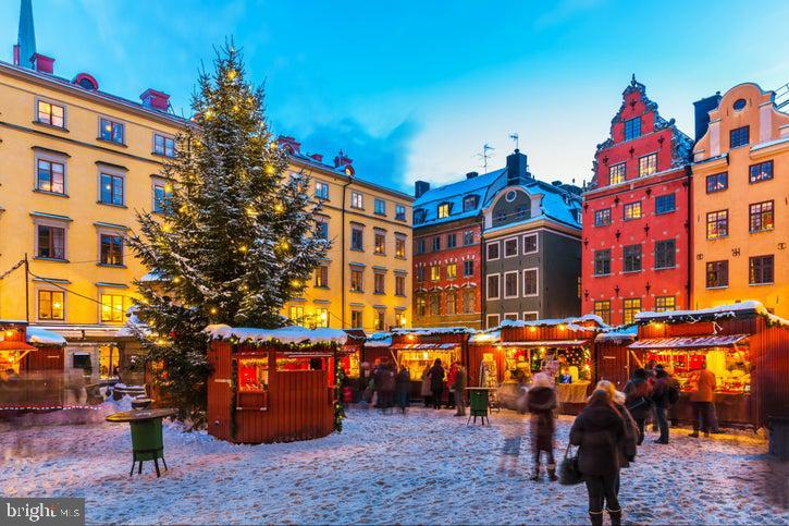 Enjoy the annual Christmas Parade - 35 LEELAND RD, FREDERICKSBURG