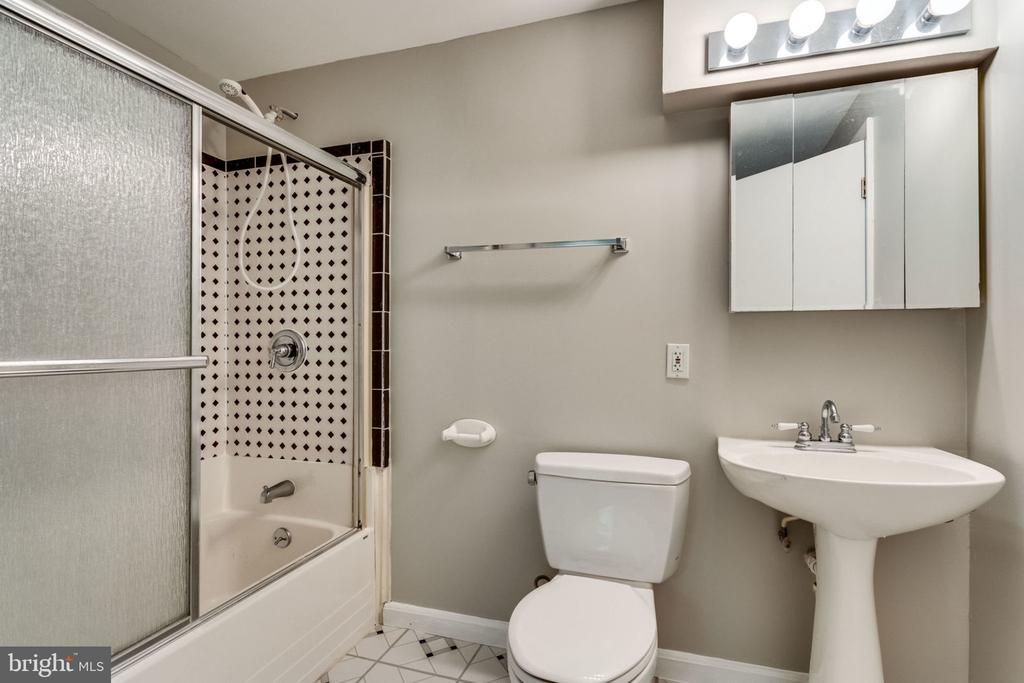 Full Bathroom LL - 9101 HUBER CT, BURKE