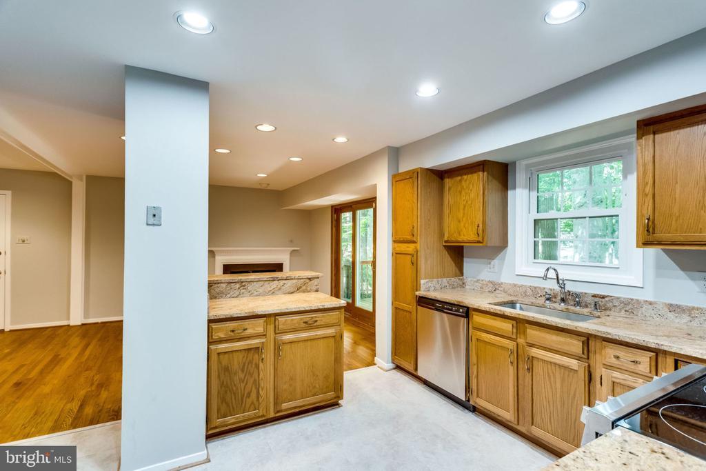 Kitchen - 9101 HUBER CT, BURKE