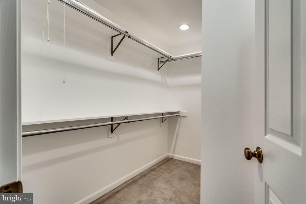 Master Bedroom - Closet - 9101 HUBER CT, BURKE