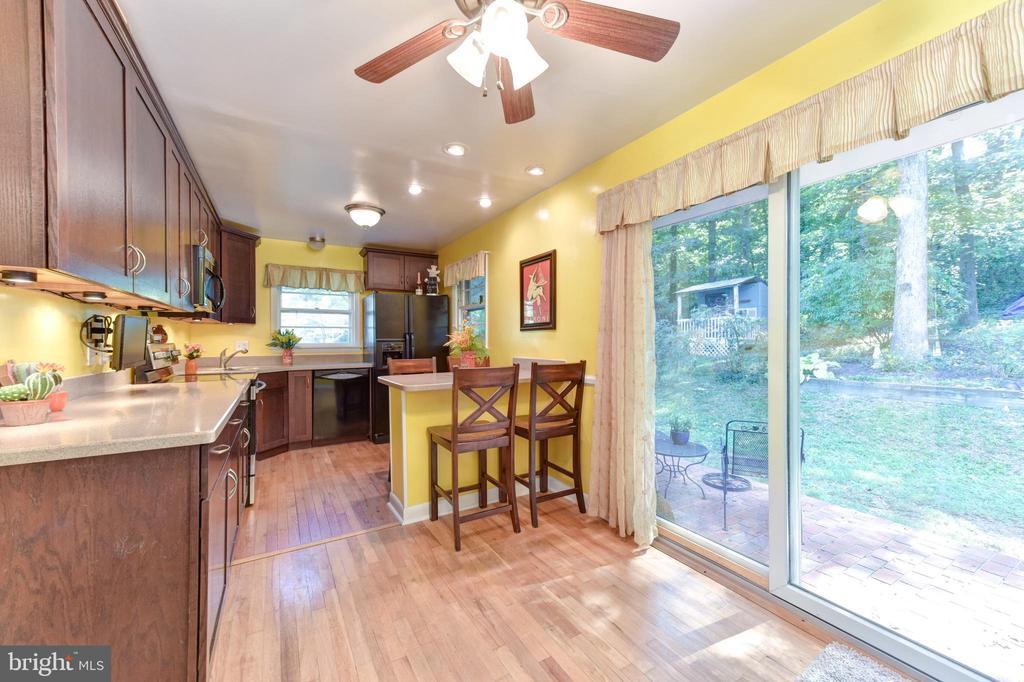 Sliding Glass doors in kitchen to backyard - 8541 MOUNT ZEPHYR DR, ALEXANDRIA
