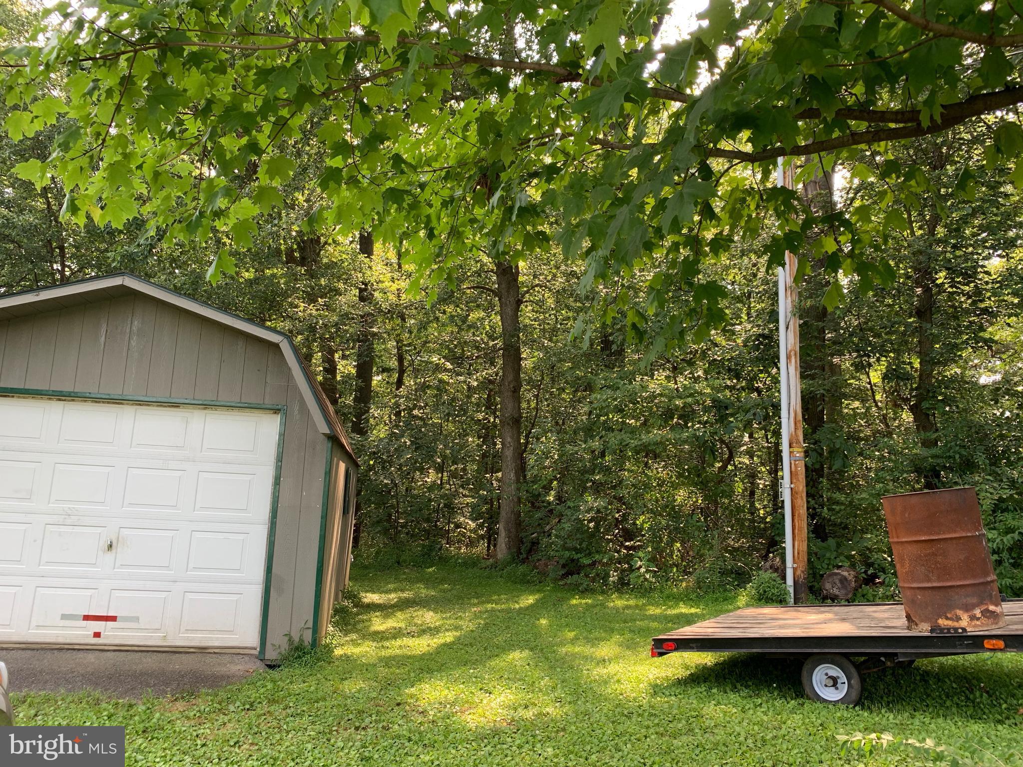 Garage & Lot view
