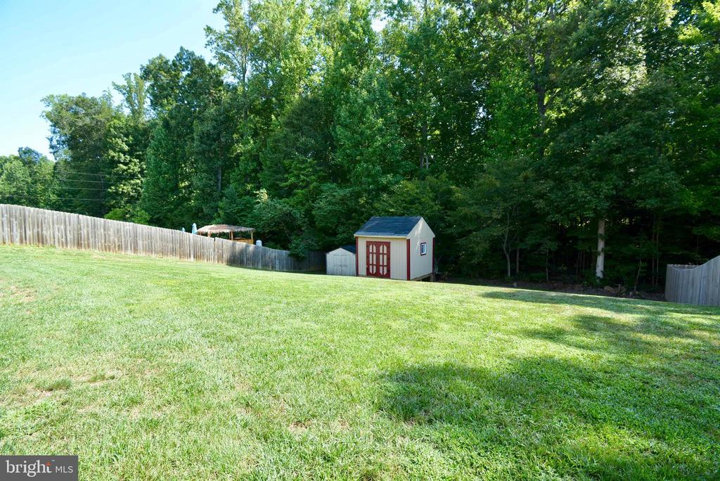BACKS TO WOODS!! - 35 BLOOMINGTON LN, STAFFORD