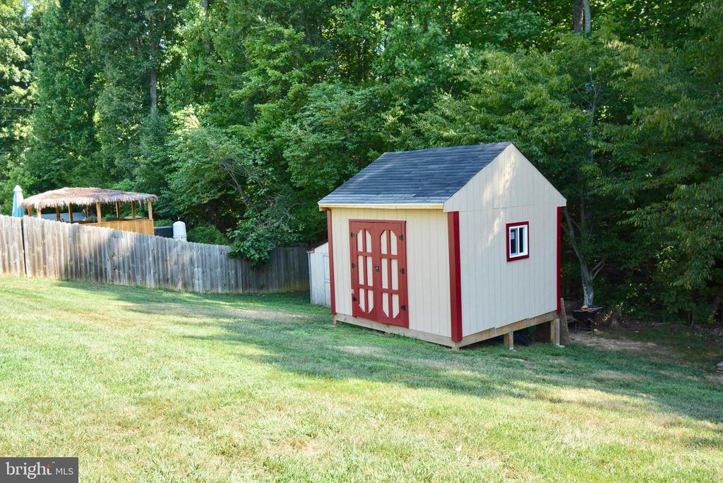 NICE LARGE SHED - 35 BLOOMINGTON LN, STAFFORD