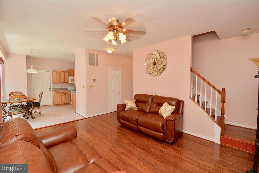 FAMILY ROOM WITH BACK STAIRCASE TO UPPER LEVEL - 35 BLOOMINGTON LN, STAFFORD