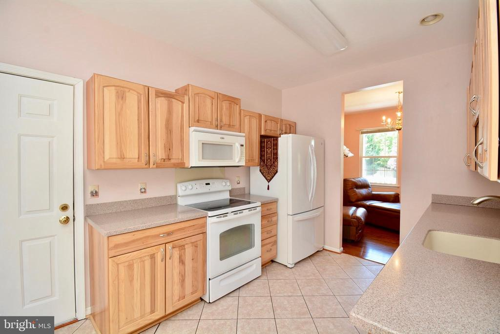 KITCHEN WITH UPDATED APPLIANCES - 35 BLOOMINGTON LN, STAFFORD