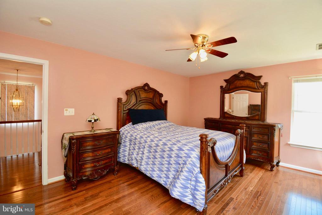 LARGE MASTER BEDROOM - 35 BLOOMINGTON LN, STAFFORD