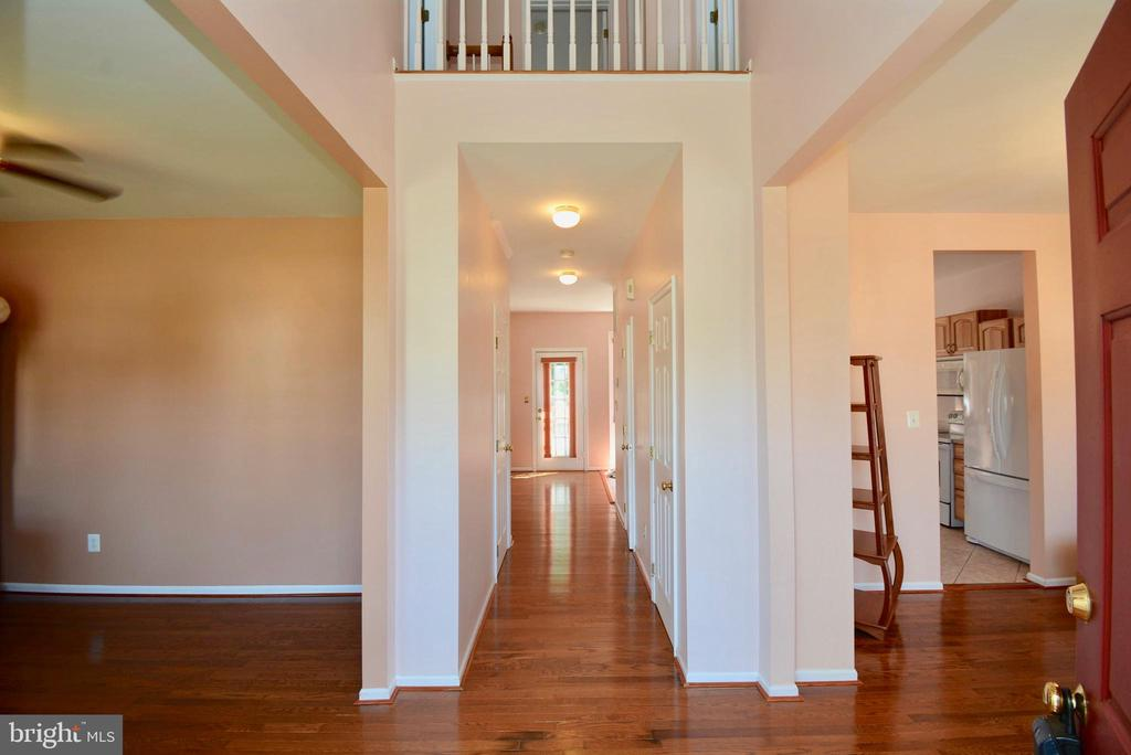 TWO STORY ENTRANCE FOYER - 35 BLOOMINGTON LN, STAFFORD