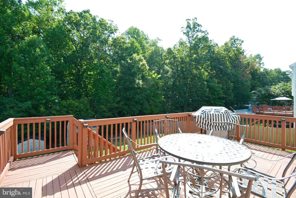 NICE BIG DECK, ACCESS TO BACKYARD - 35 BLOOMINGTON LN, STAFFORD