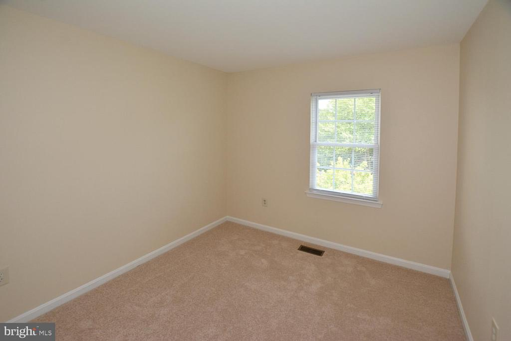 3rd Bedroom (or Office) w/ fresh paint and carpet. - 15704 LANSDALE PL, DUMFRIES
