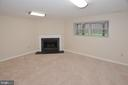 Entry Level FR with Gas Fireplace & Mantle. - 15704 LANSDALE PL, DUMFRIES