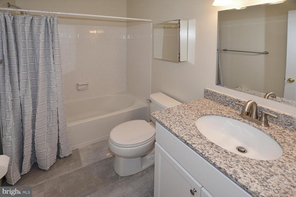 Guest  Bath w/new vanity & granite counter top. - 15704 LANSDALE PL, DUMFRIES