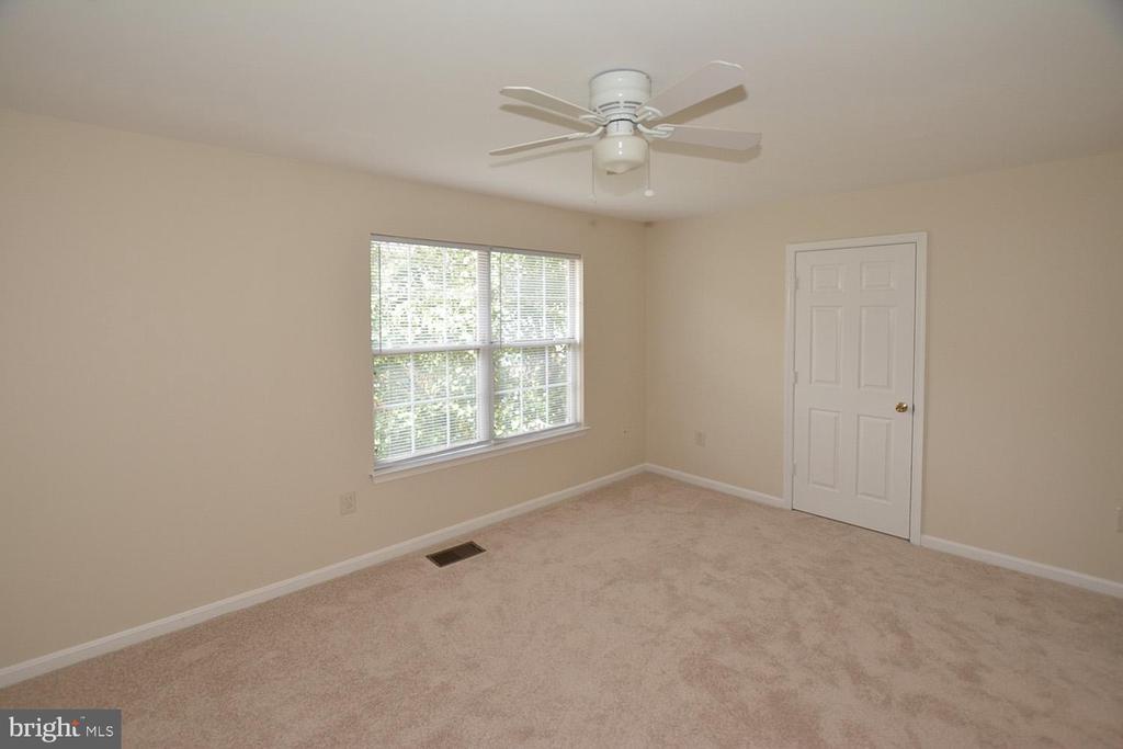 Master Bedroom w/ensuite bath and nice closet. - 15704 LANSDALE PL, DUMFRIES