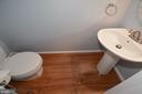Entry Level Half BA w/pedestal sink. - 15704 LANSDALE PL, DUMFRIES