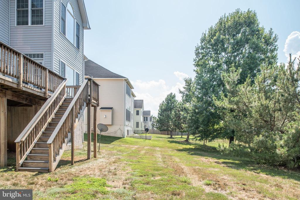 Deck leads to large back yard! - 4004 SAPLING WAY, TRIANGLE